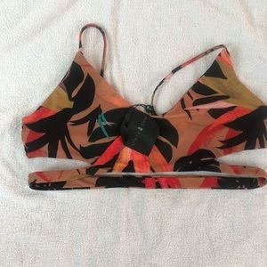 Stone fox bikini top size L with tags